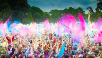Peoples-Celebrating-Holi-Festival-of-Colors-s